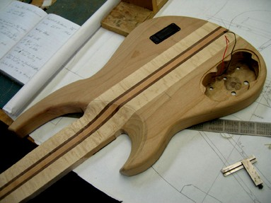 Tire suas dúvidas - Guerra Luthier - Página 16 Bass%20back%20routs